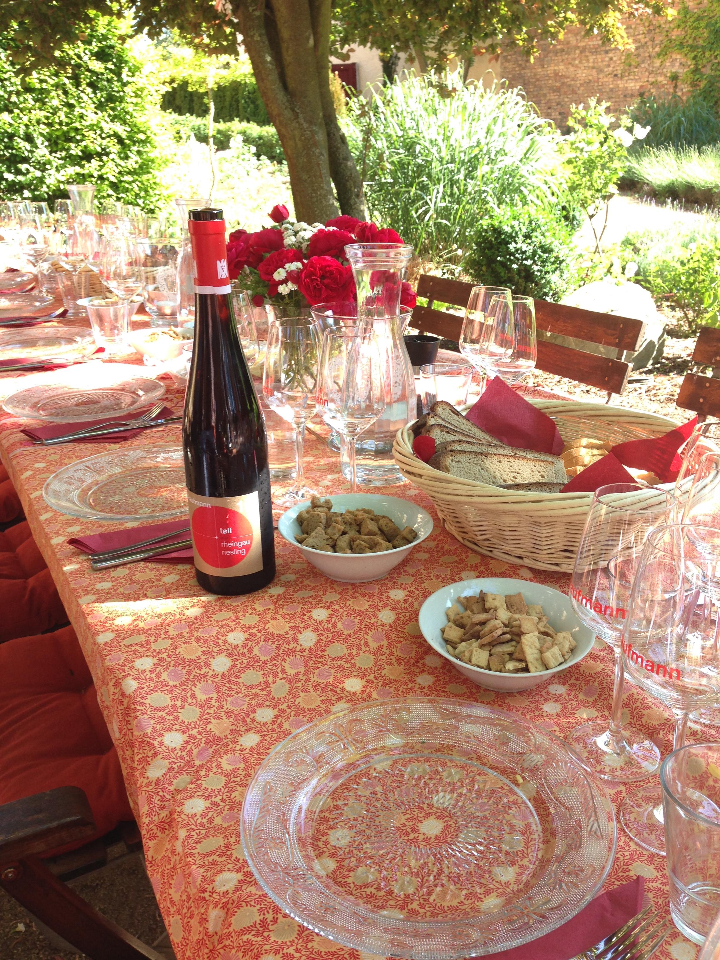 Weinprobe im Garten